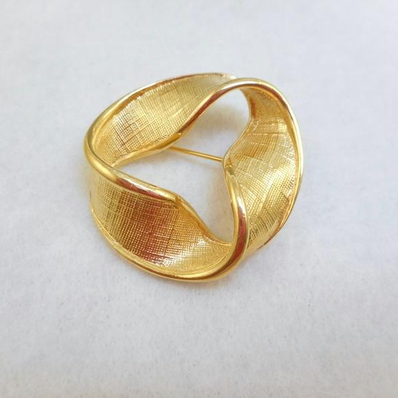 Vintage NAPIER Gold Pin